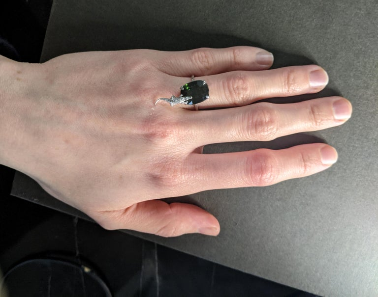 18 Karat White Gold Fashion Ring with 3.48 Carats Emerald For Sale 6