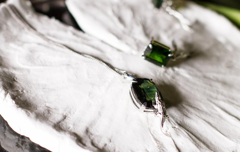 18 Karat White Gold Fashion Ring with 3.48 Carats Emerald In New Condition For Sale In Berlin, DE