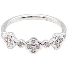 18 Karat White Gold Flower Diamond Band