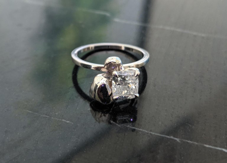 18 Karat White Gold Flower Engagement Ring with GIA Certified 1.01 Carat Diamond For Sale 4