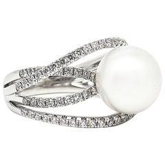 18 Karat White Gold Gilin White Southsea Pearl Diamond Ring
