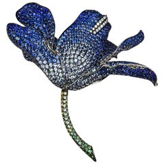 18 Karat White Gold Invisible Lilly Sapphire and Green Sapphire Big Brooch