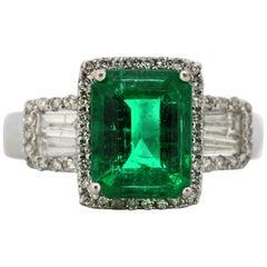 18 Karat White Gold Ladies Ring with Natural Beryl Emerald and Diamonds