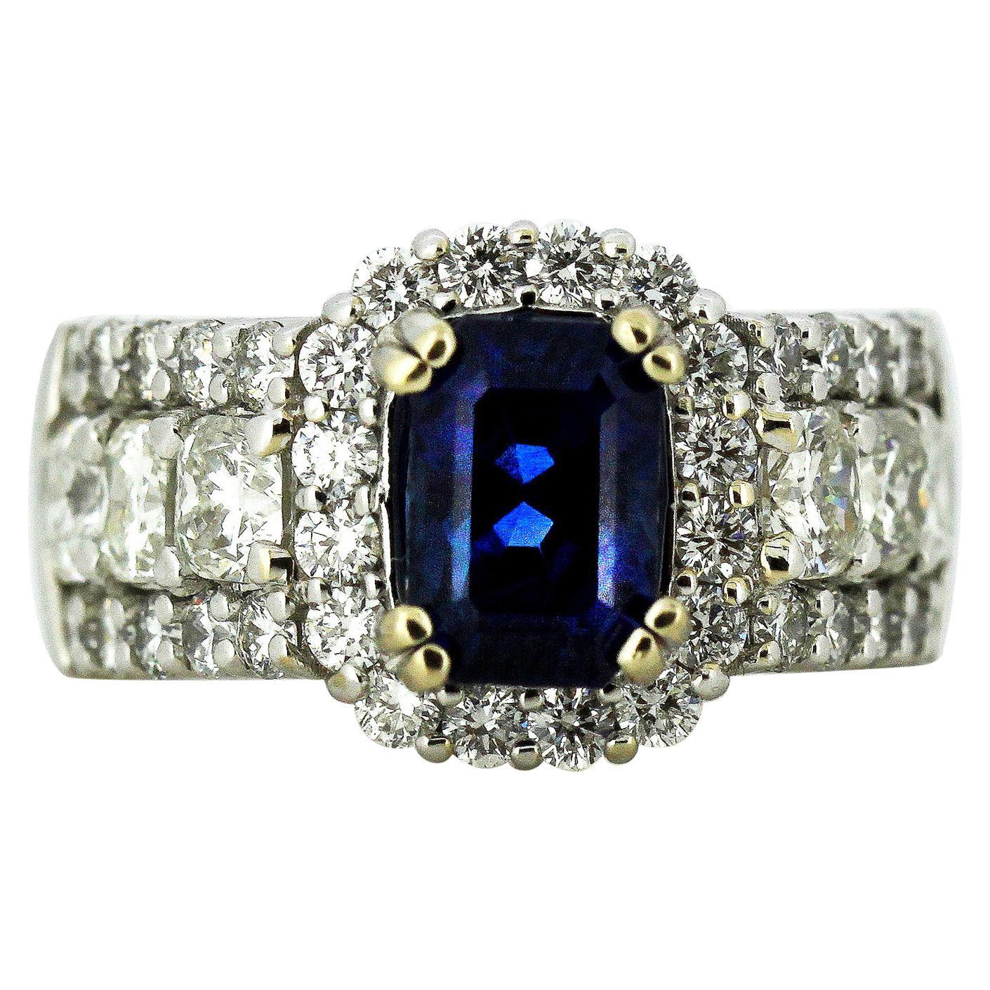18 Karat White Gold Ladies Ring with Natural Corundum Sapphire with Diamonds