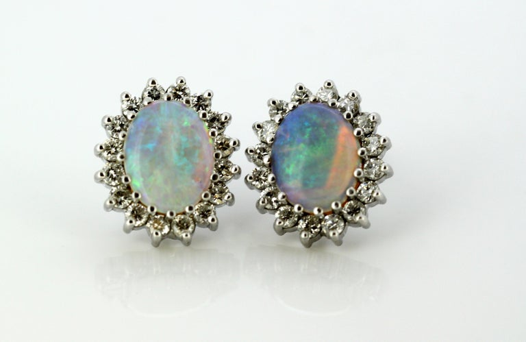 18 Karat White Gold Ladies Stud Earrings with Opals and Diamonds, circa 1990s In Excellent Condition For Sale In Braintree, GB