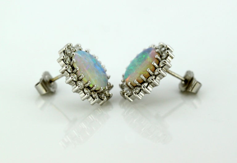 18 Karat White Gold Ladies Stud Earrings with Opals and Diamonds, circa 1990s For Sale 1