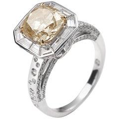 18 Karat White Gold Light Brown Diamond Cocktail Ring