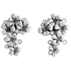 18 Karat White Gold Modern Clip-On Earrings with Diamonds Featured on Red Carpet