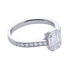 18 Karat White Gold Mye Emerald Illusion Diamond Ring