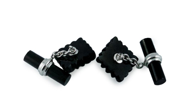 18 Karat White Gold Onyx Emeralds Carved Squared Cufflinks In New Condition For Sale In Milano, IT