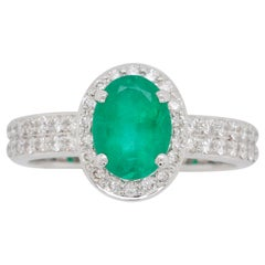 18 Karat White Gold Oval Colombian Emerald Diamond Contemporary Ring