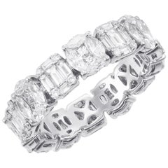 18 Karat White Gold Oval-Emerald Illusion Diamond Cocktail Band