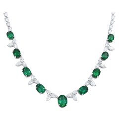 18 Karat White Gold Oval Green Emerald and Pear Shaped Diamonds Necklace