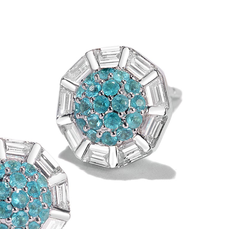 18 Karat White Gold Paraiba and Diamond Stud Earrings In New Condition For Sale In Secaucus, NJ