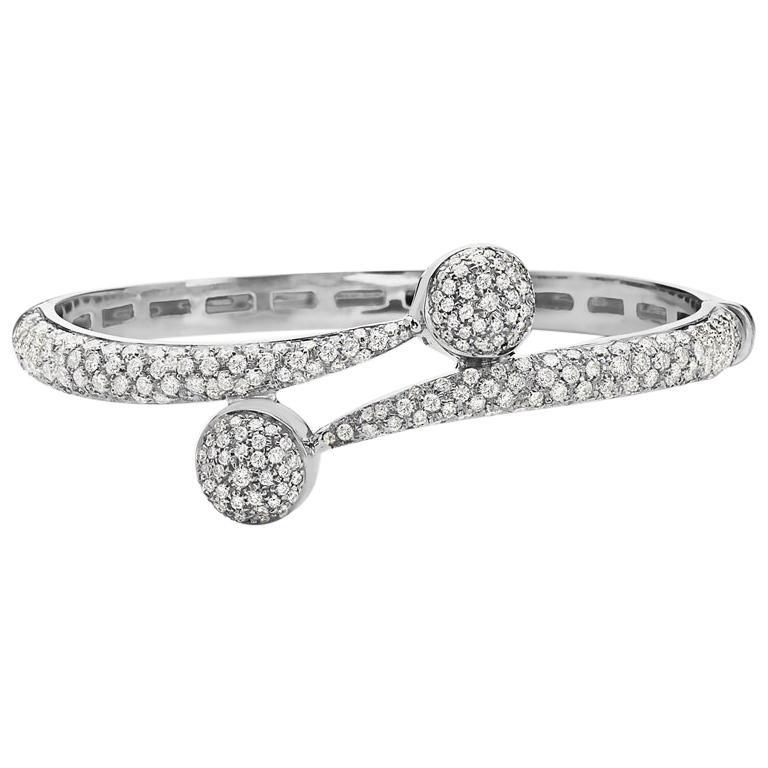 18 Karat White Gold Pave Diamond Bangle Bracelet Bracelet