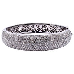 18 Karat White Gold Pave Diamond Bangle