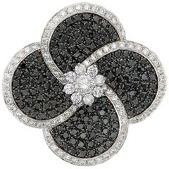 18 Karat White Gold Pendant Necklace with Brilliant Cut White and Black Diamonds