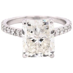 18 Karat White Gold Radiant Diamond Engagement Ring