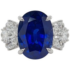 18 Karat White Gold Ring Set with a 7 Carat Sapphire and Diamonds