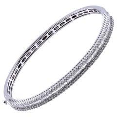 18 Karat White Gold Round and Baguette Diamond Bangle Bracelet