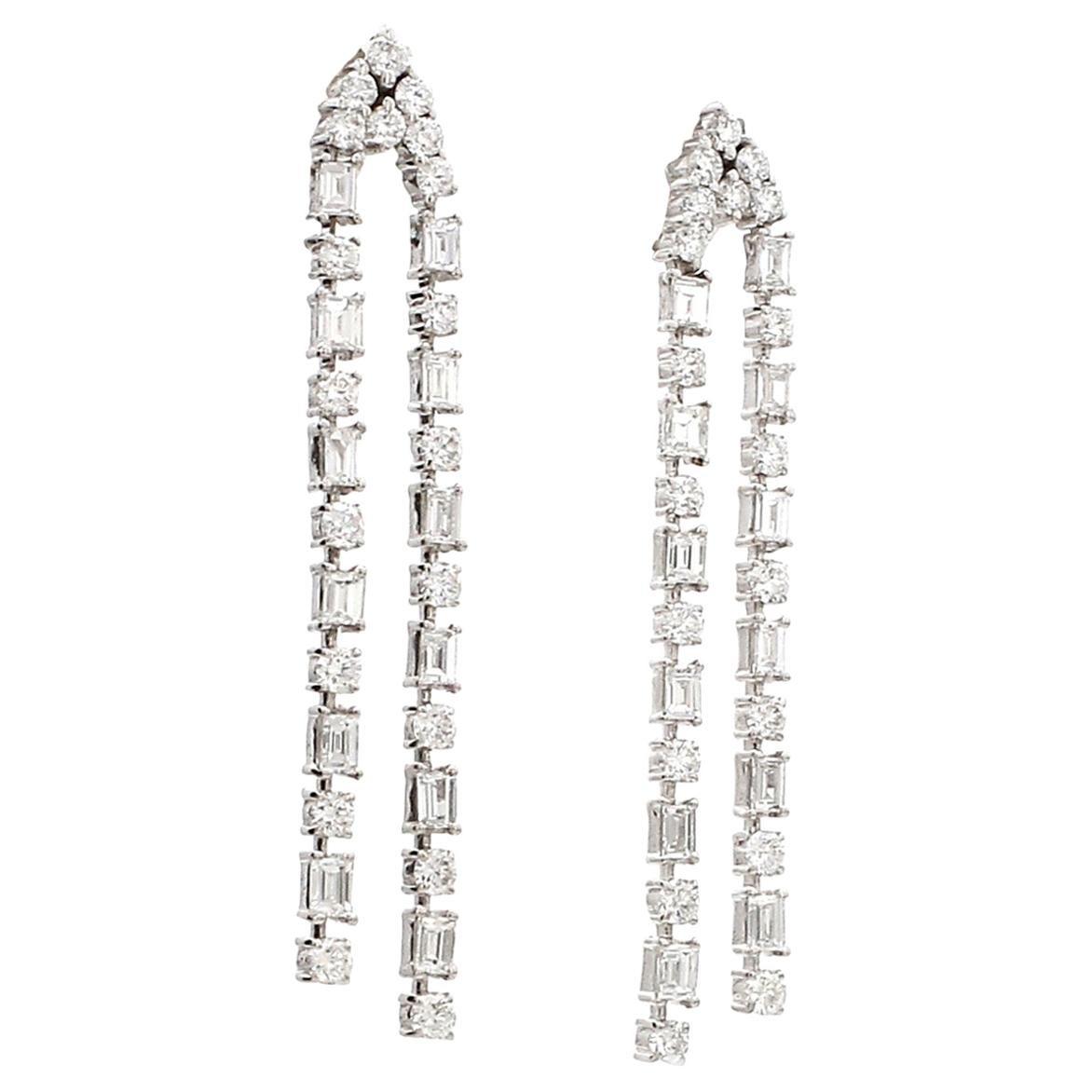 18 Karat White Gold Round Baqquett Diamond Drop Dangle Earring