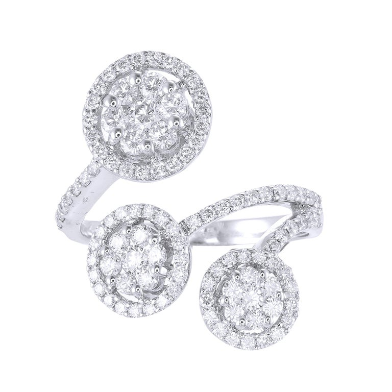18 Karat White Gold Round Diamond Cocktail Ring In New Condition For Sale In Bangkok, TH