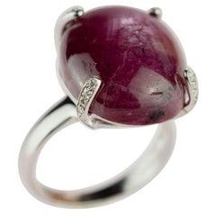 18 Karat White Gold Ruby 26 Karat Cabochon Diamond Brilliant Trone Handmade Ring