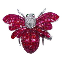 18 Karat White Gold Ruby Bee Brooch