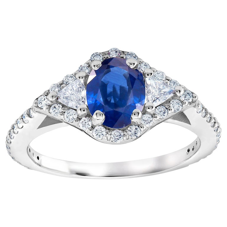 Eighteen Karat White Gold Sapphire and Diamond Cocktail Ring Weighing 2.55 Carat For Sale