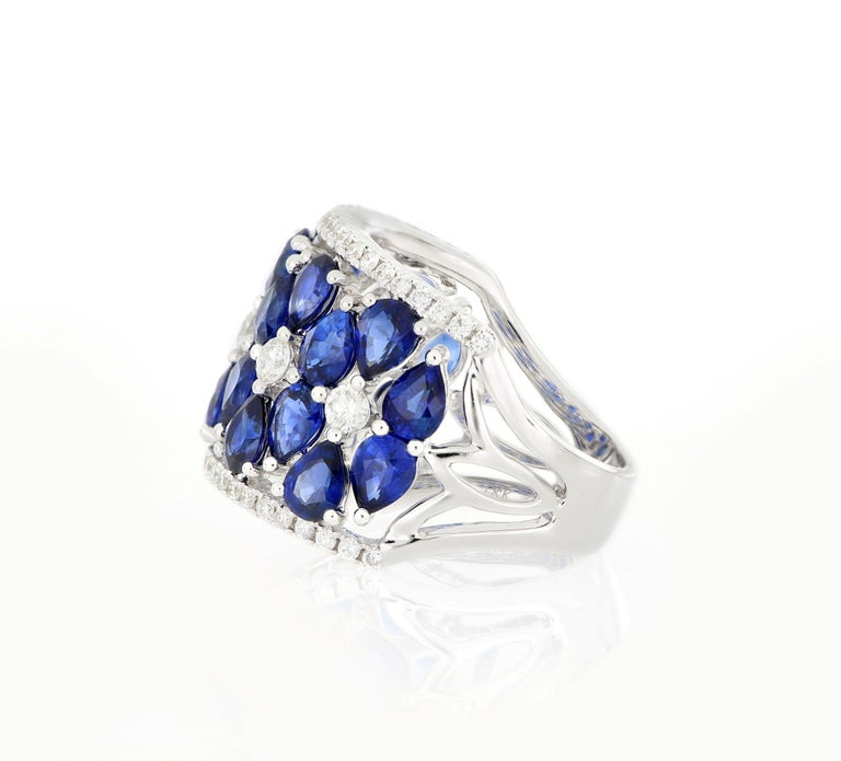 Brilliant Cut 18 Karat White Gold Sapphire and Diamond Ring For Sale