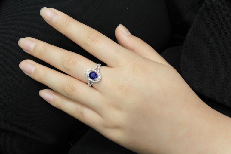 18 Karat White Gold Sapphire and Diamond Ring In New Condition For Sale In Macau, MO