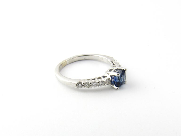 18 Karat White Gold Sapphire and Diamond Ring For Sale 2