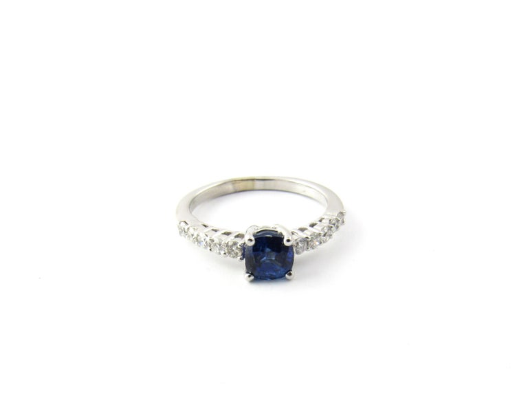 18 Karat White Gold Sapphire and Diamond Ring For Sale 3