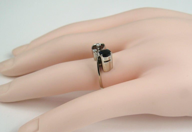 18 Karat White Gold Sapphire Diamond Modernist Ring In Good Condition For Sale In Wallkill, NY