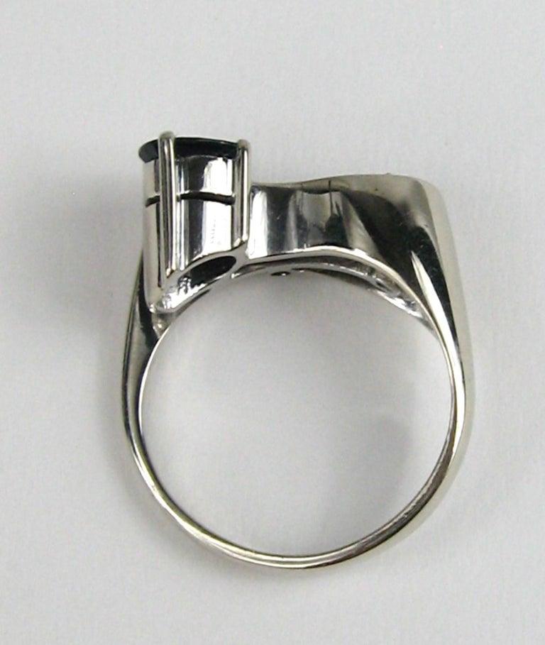 18 Karat White Gold Sapphire Diamond Modernist Ring For Sale 2