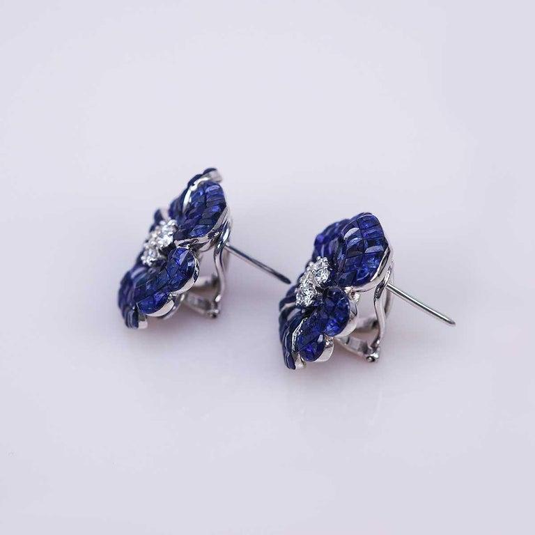 Modern 18 Karat White Gold Sapphire Earrings For Sale