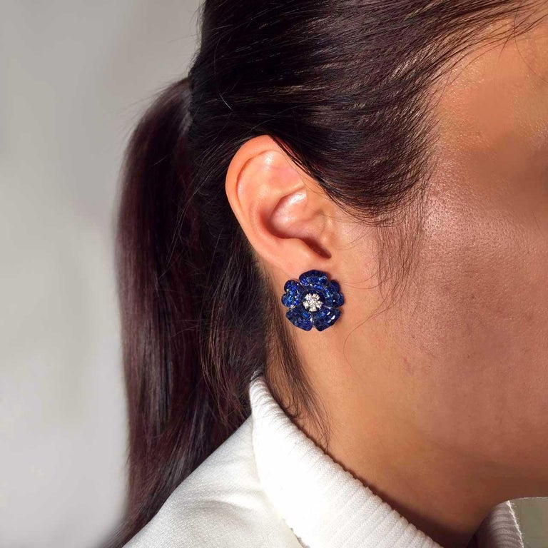 18 Karat White Gold Sapphire Earrings In New Condition For Sale In Bangkok, TH