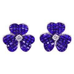 18 Karat White Gold Sapphire Flower Stud Earrings