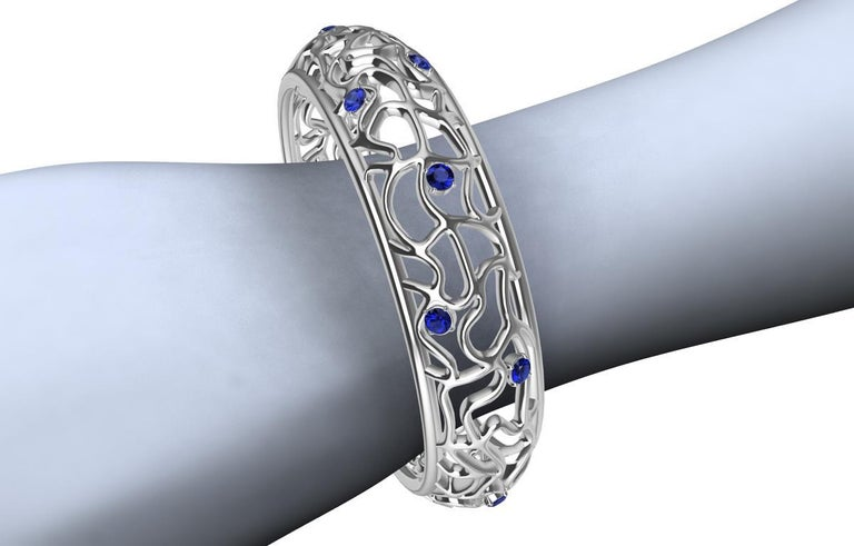 18 Karat White Gold Sapphire Synergistic Bangle In New Condition For Sale In New York, NY