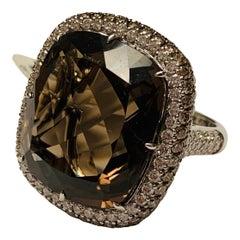 18 Karat White Gold Smoky Quarz and White and Brown Diamonds Cocktail Ring