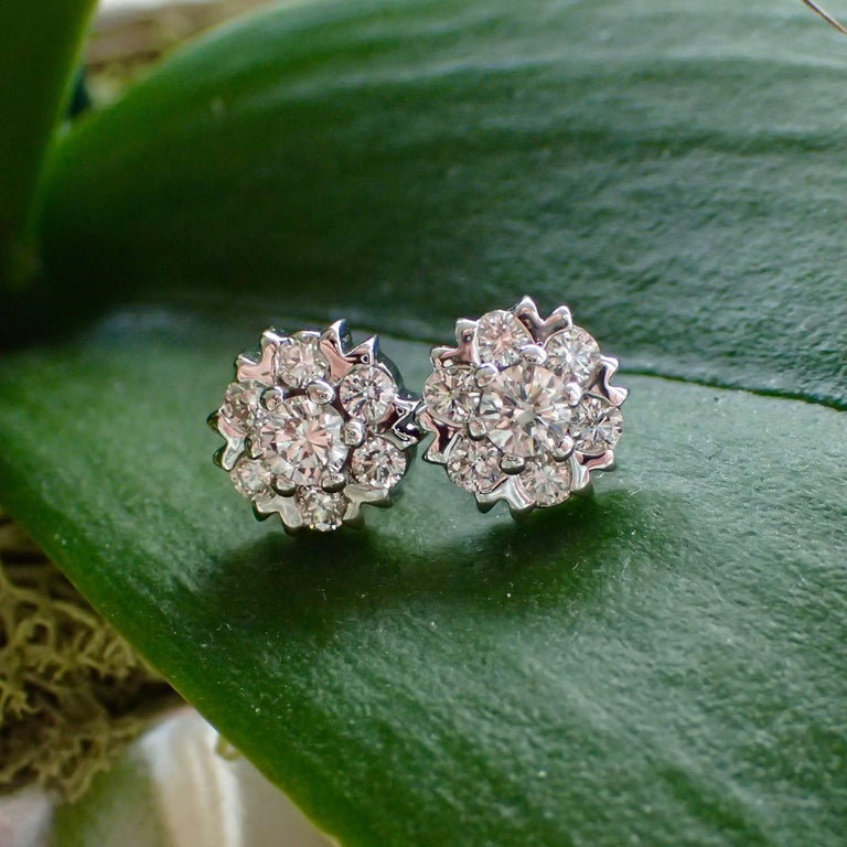Contemporary 18 Karat White Gold Snowflake Style Earrings with 1.42 Carat of Diamond For Sale