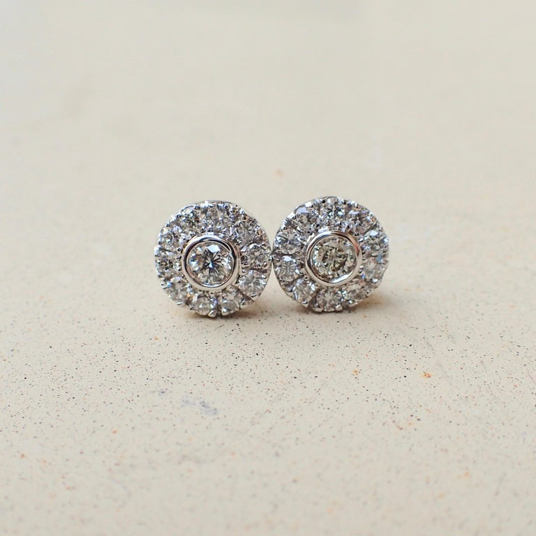Round Cut 18 Karat White Gold Stud Earrings are Set with 0.42 Carat of Diamond For Sale