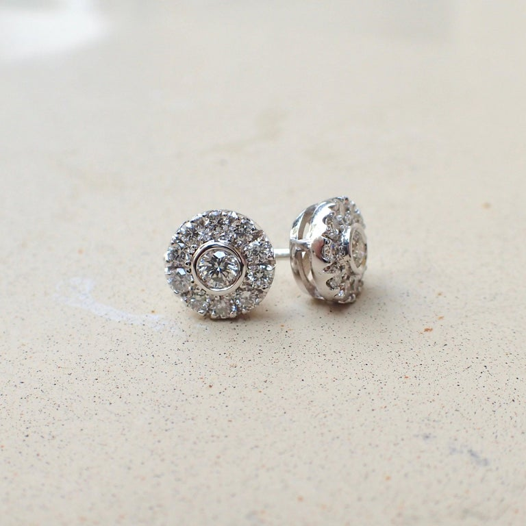 18 Karat White Gold Stud Earrings are Set with 0.42 Carat of Diamond In New Condition For Sale In Coral Gables, FL