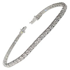 18 Karat White Gold Tennis Bracelet with 54 Round Diamonds 6.18 Carat