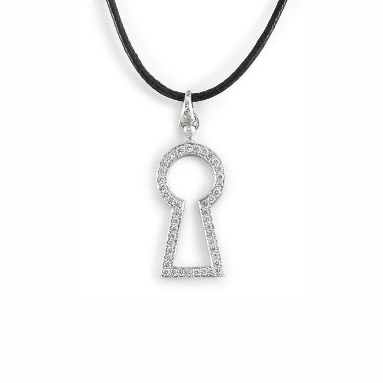 18 Karat White Gold White and Black Diamonds Pendant In New Condition For Sale In Salzburg, AT