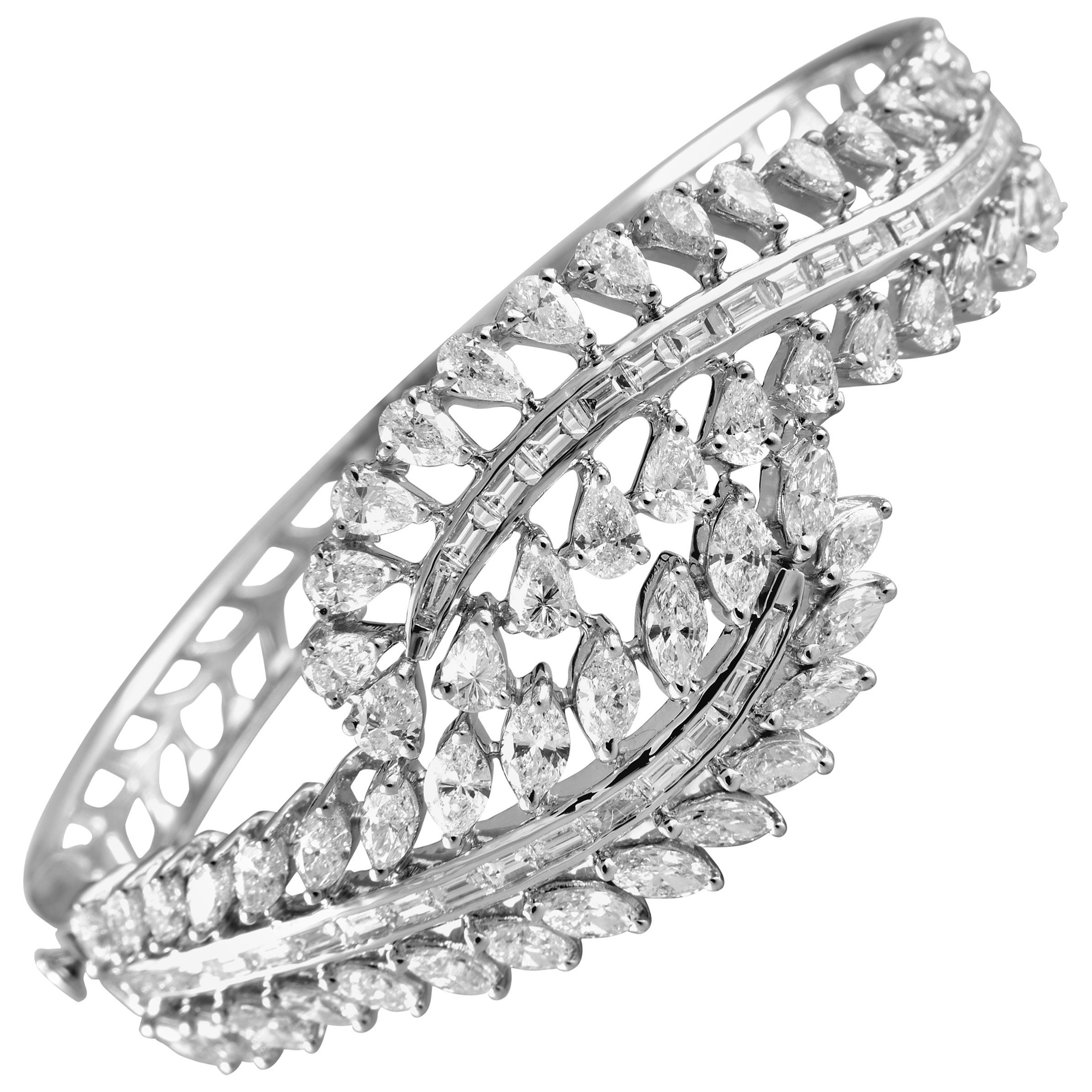 18 Karat White Gold White Diamond Bangle Bracelet