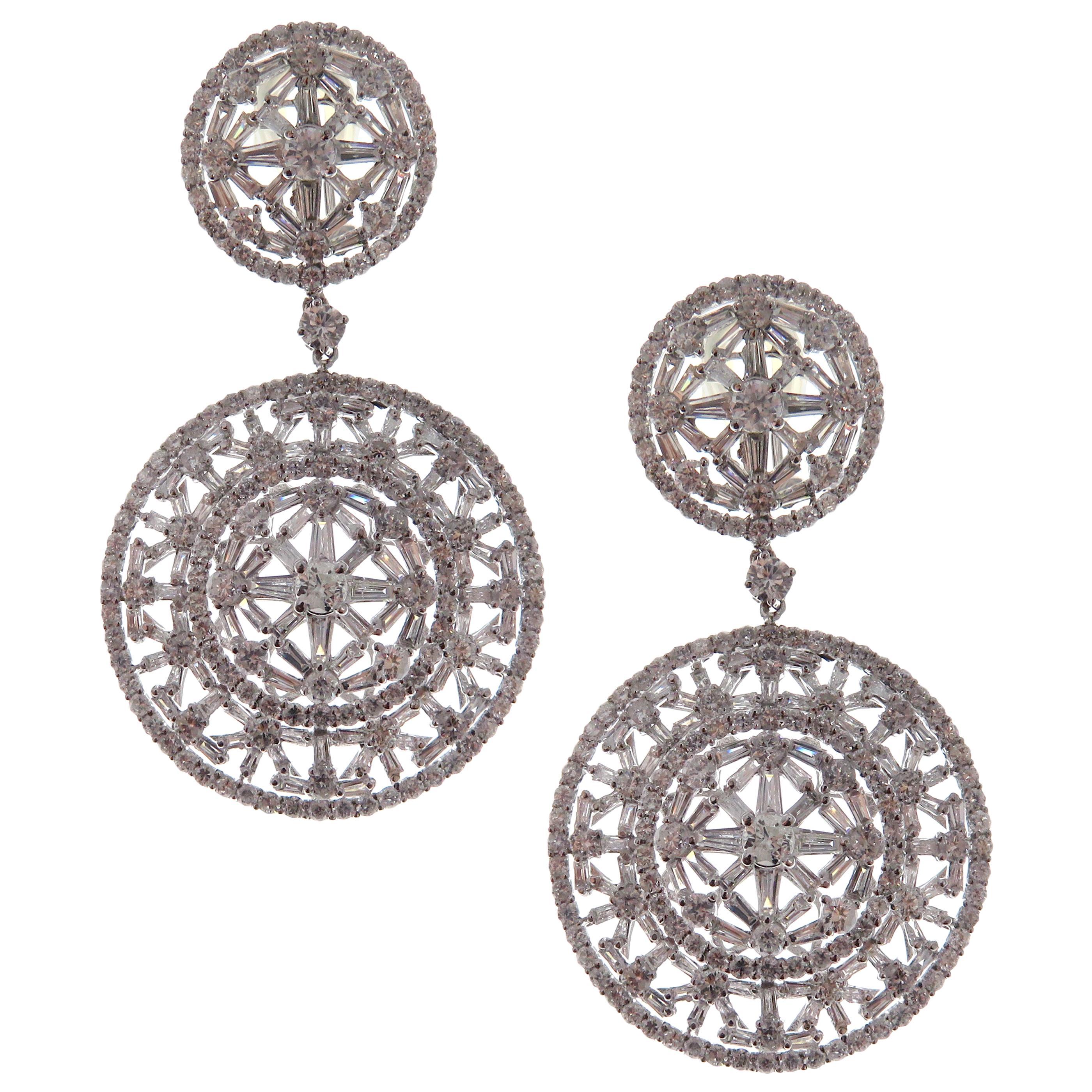18 Karat White Gold White Diamond Intricate Circle Dangling Earring