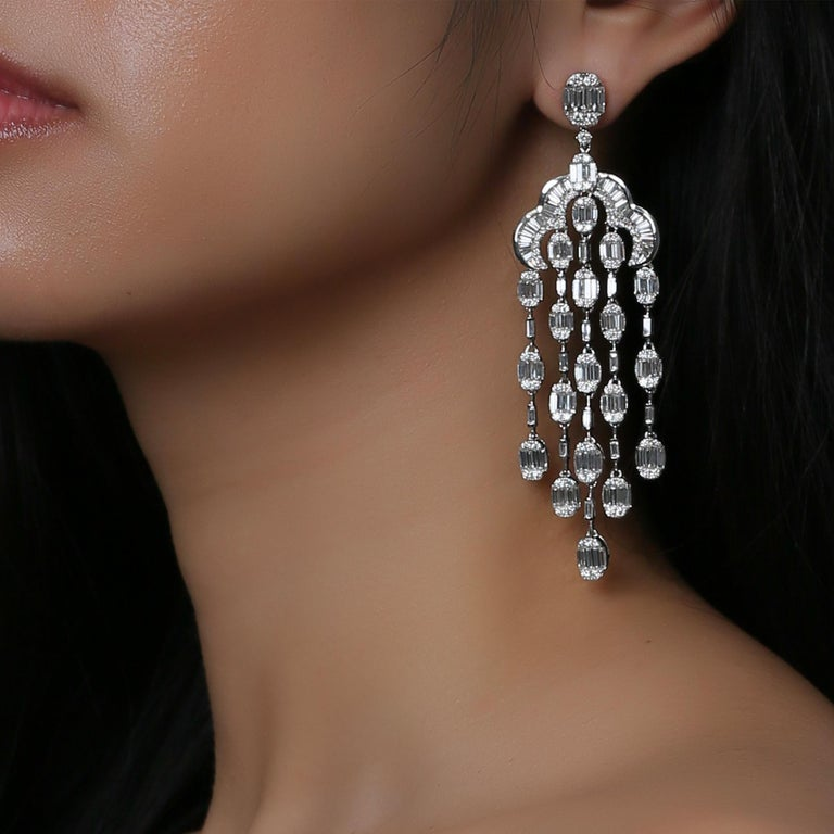 18 Karat White Gold White Diamond Oval Baguette Chandelier Dangling Earring In New Condition For Sale In Los Angeles, CA