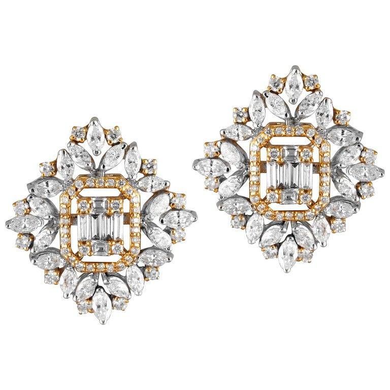 18 Karat White Gold White Diamond Stud Earrings For Sale