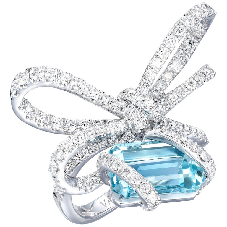 18 Karat White Gold, White Diamonds and Aquamarine Cocktail Ring For Sale